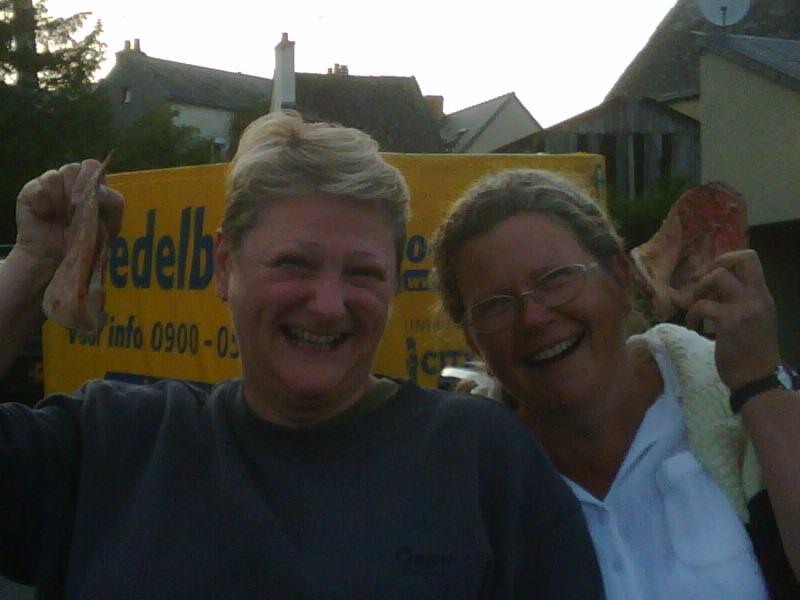 Jane&pigear2-20090619-2138